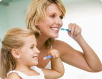 mom-girl-brushing